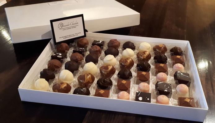 48 signature chocolate box